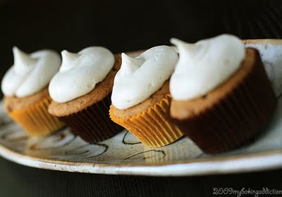 Post image for Pumpkin Maple Chip Cupcakes