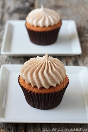 Post image for Pumpkin Cupcakes with Cinnamon Cream Cheese Frosting