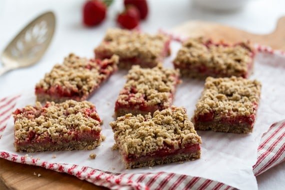 Post image for Strawberry Oatmeal Bars