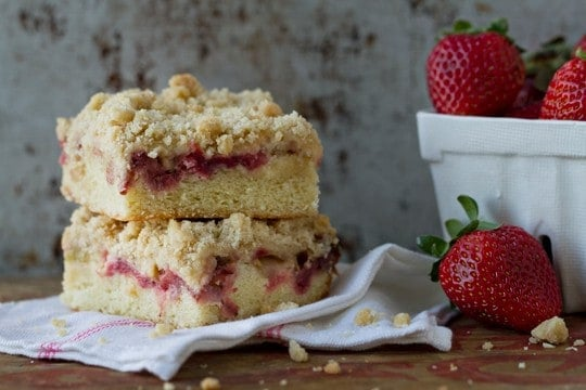 strawberryrhubarbcrumbcake