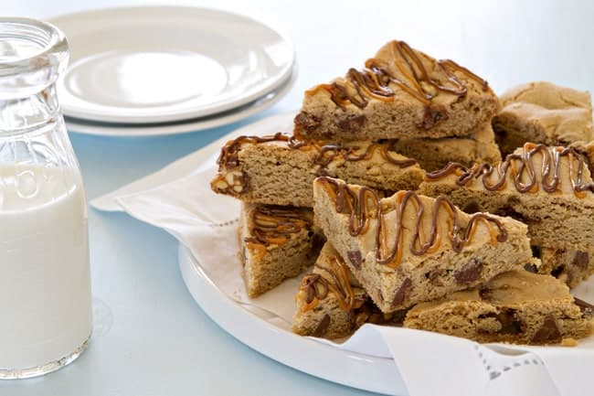 Snickers chocolate chip cookie bars are possibly the most irresistible dessert - ever