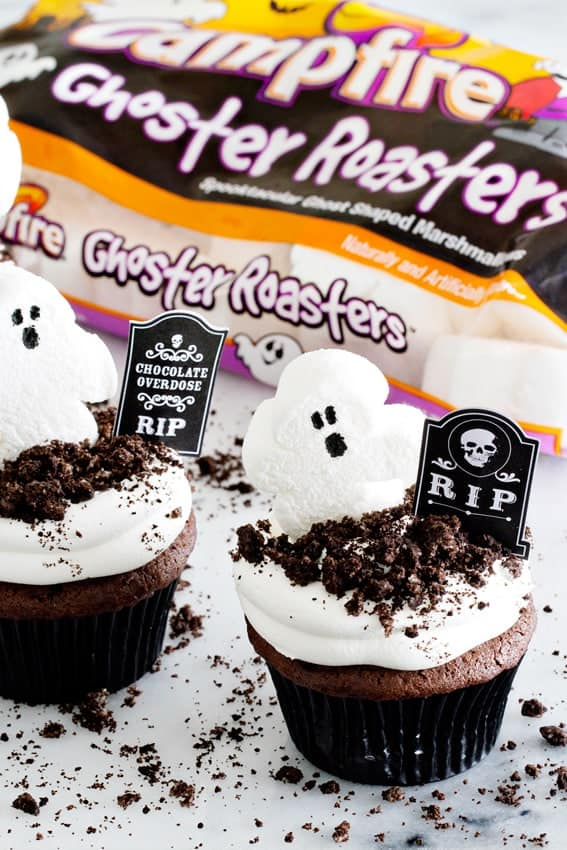 Dirt Pudding Cupcakes are great for a Halloween party. Or anytime!