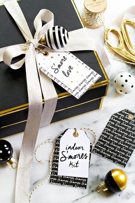 An Indoor S'mores Kit is the perfect last minute gift for coworkers, neighbors and friends. With an adorable printable tag, your gift will really stand out under the tree!