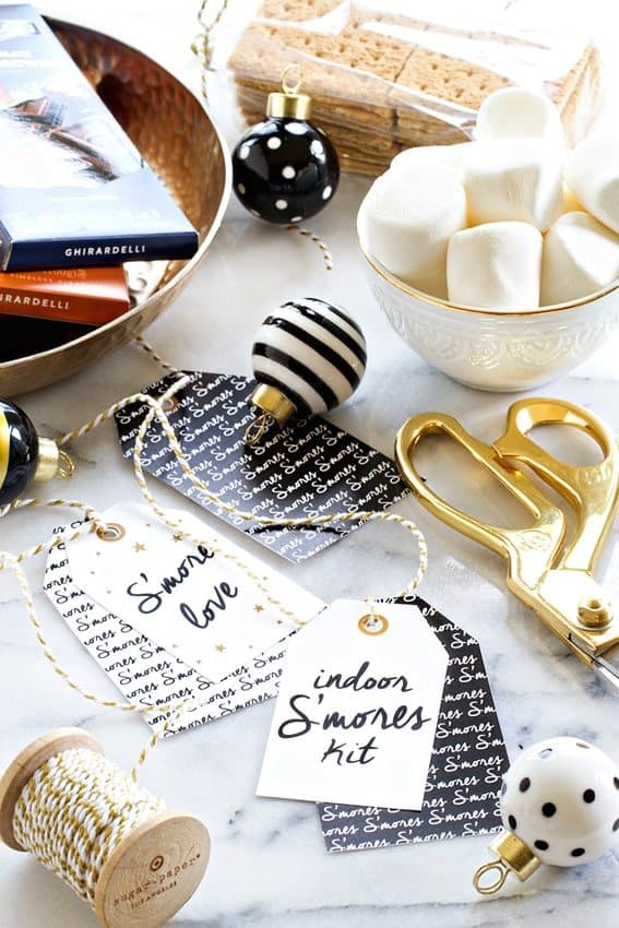 An Indoor S'mores Kit is the perfect last minute gift for coworkers, neighbors and friends. The adorable, free printable tag will make your gift  stand out under the tree! So fun!