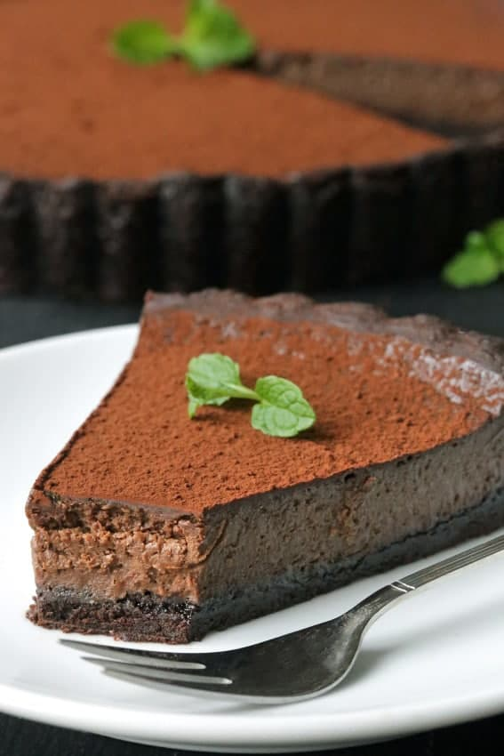 Mint Chocolate Tart has a delicious and rich chocolate filling and homemade chocolate cookie crust. Perfect for the holidays! Recipe includes a gluten-free option.
