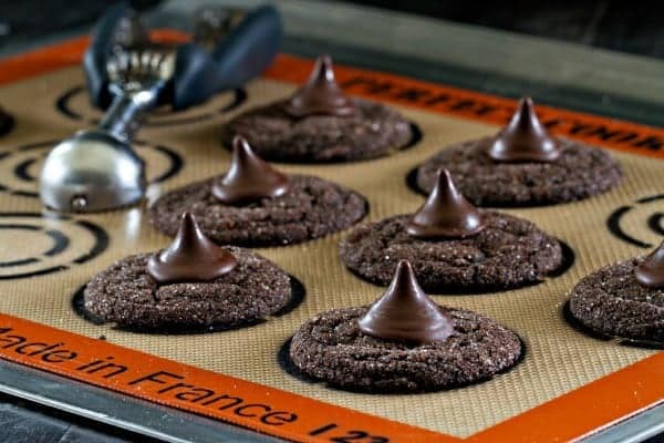 The Silpat Perfect Cookie Mat makes spacing and baking up perfect cookies a breeze. You'll love having it in your kitchen.