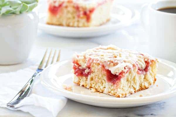 Strawberry Rhubarb Coffee Cake has a delicious streusel sugar and cinnamon topping. Total perfection.