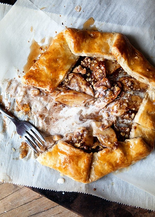 Cinnamon Apple Galette highlights all of your favorite fall flavors. Cinnamon, apples, and sweet maple will make your autumn the best ever!