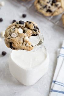 "Cookies ""N' Creme Cookies are bursting with big flavor thanks to white chips and chocolate cookie bits. So darn good!"