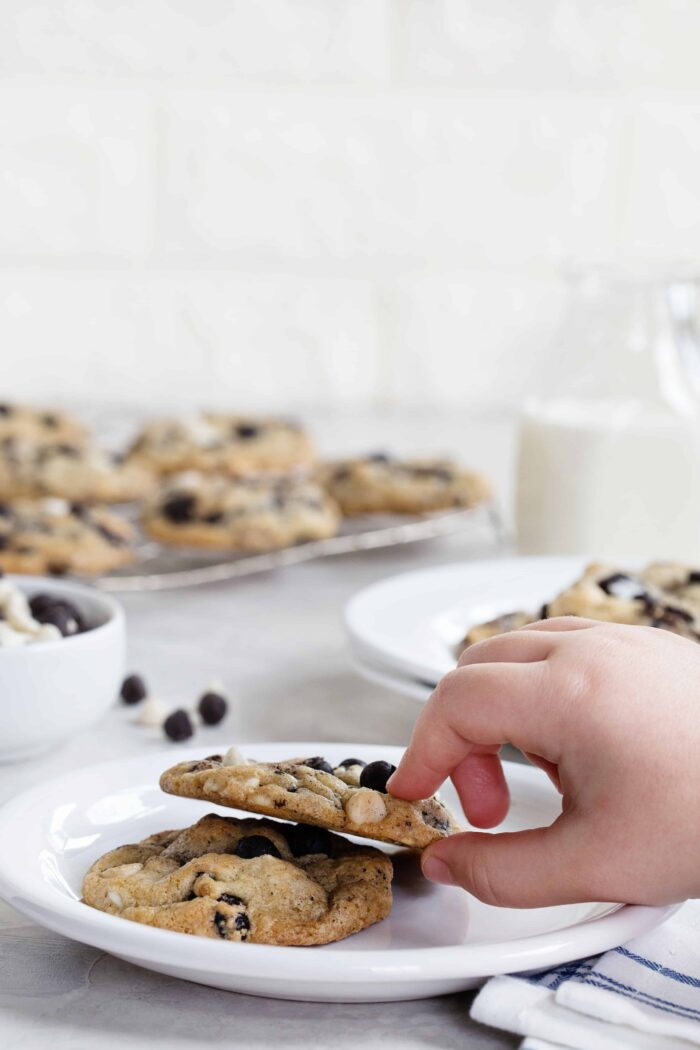 "Cookies ""N' Creme Cookies are bursting with big flavor thanks to white chips and chocolate cookie bits."