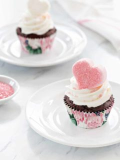 Valentine Marshmallow Cupcakes are a simple and delicious dessert for Valentine's Day. A sparkly marshmallow heart makes them love-ly!