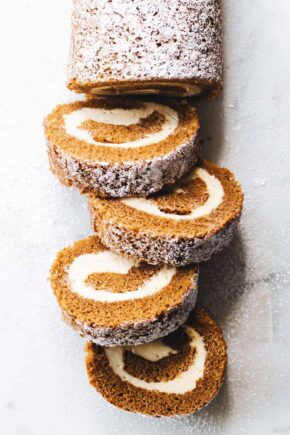 How to make a perfect pumpkin roll. Simple and so delicious!
