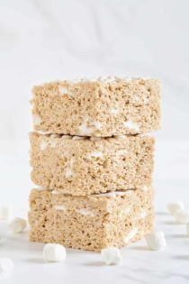 Brown Butter Rice Krispie Treats take your favorite marshmallow treats to the next level with brown butter and maple for a fall-themed treat that is as easy as can be.