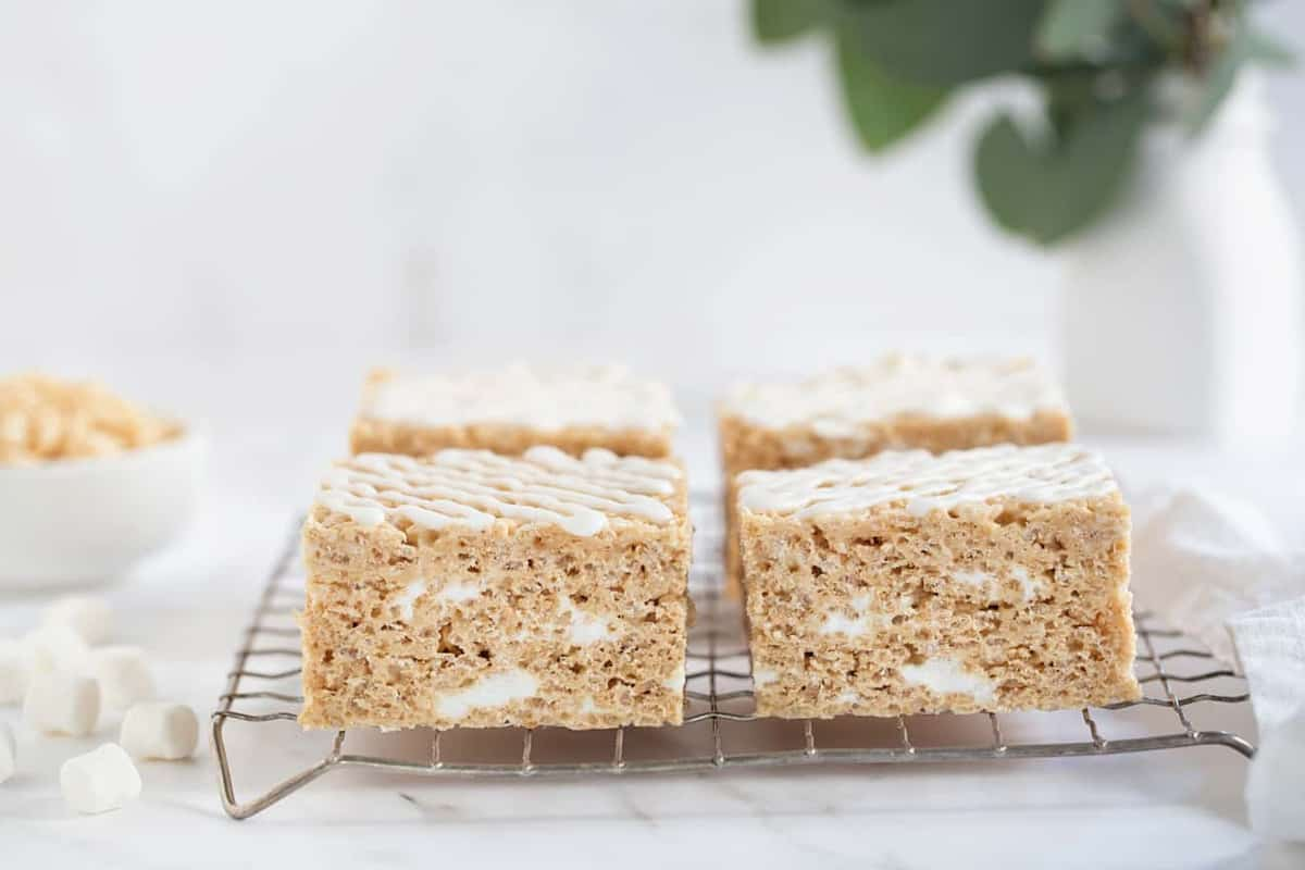 Brown Butter Rice Krispie Treats are going to be your new favorite marshmallow treat. So perfect for fall!