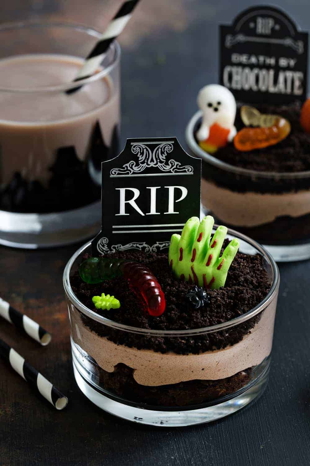 Brownie Dirt Pudding cups are a fun and delicious treat for Halloween. Easy and totally delicious.