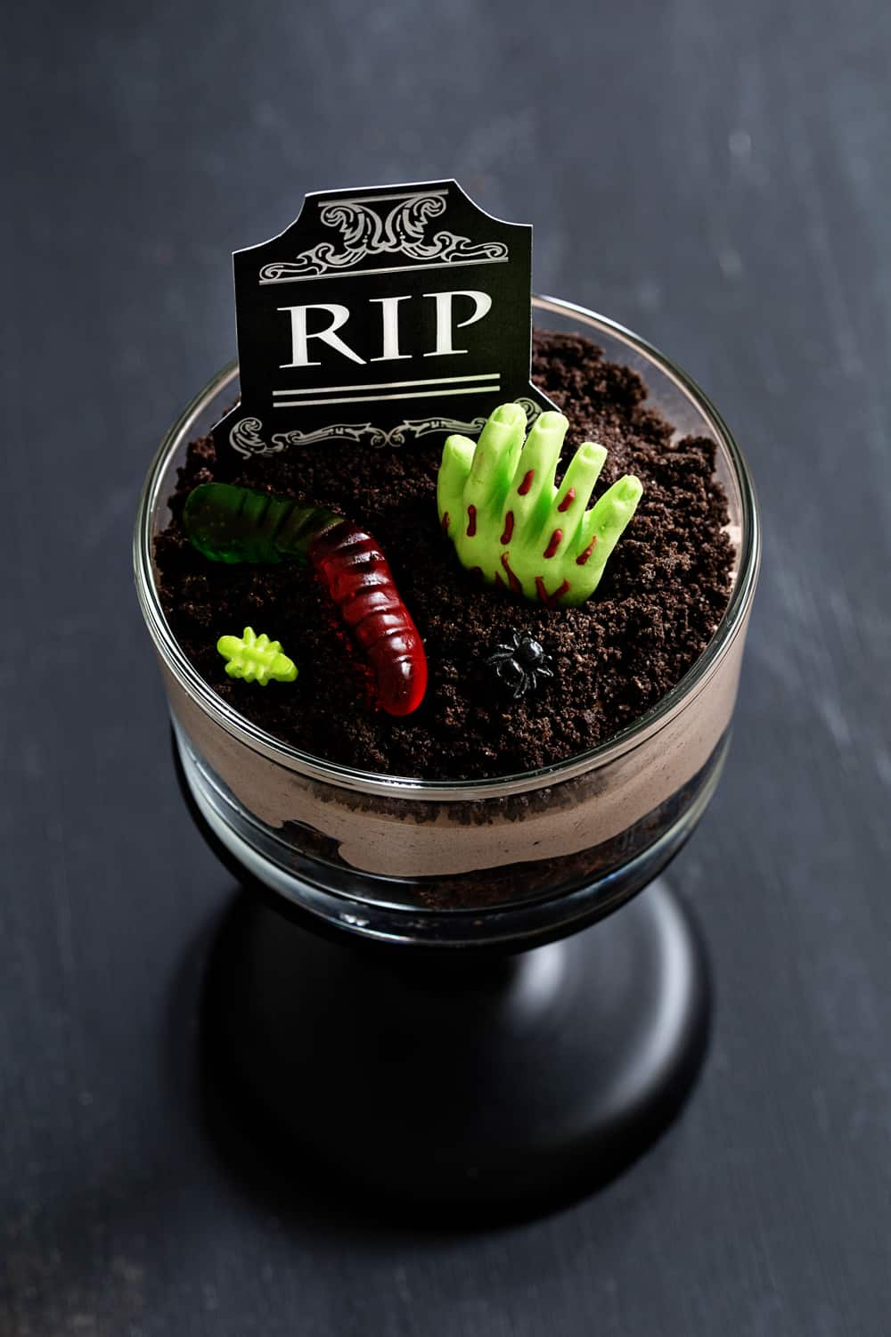 Brownie Dirt Pudding cups are a delicious and spooktacular treat for Halloween. Simple to make and so fun to decorate!