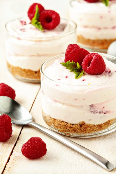 Lemon Cake Raspberry Sauce