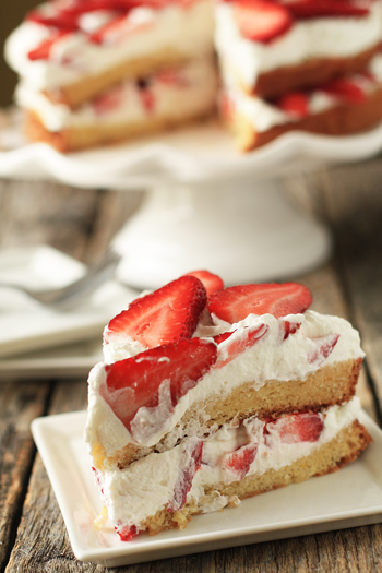 Go Back > Gallery For > Strawberry Cream Cake
